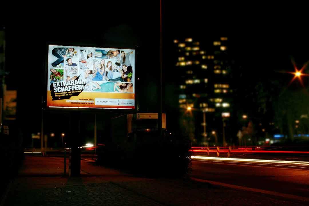 Megalight Plakat in Aachen zur Extraraum-Kampagne